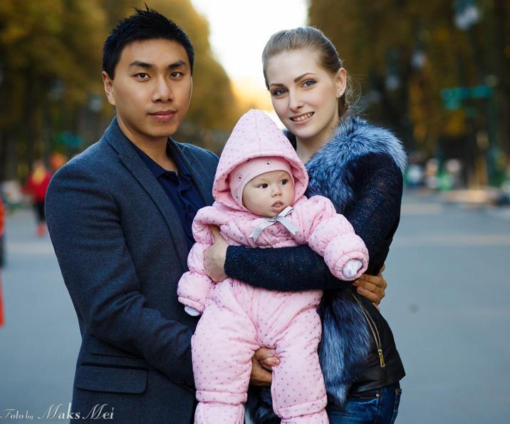 高考320分小夥乌克兰逆袭 娶18岁美女买3000