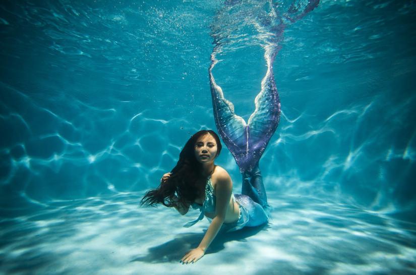 17米的水下公主 重庆女孩编织自己的人鱼梦