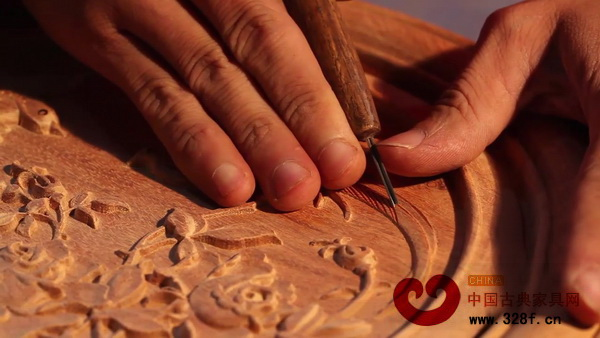 雅仕轩红木对雕刻极为讲究