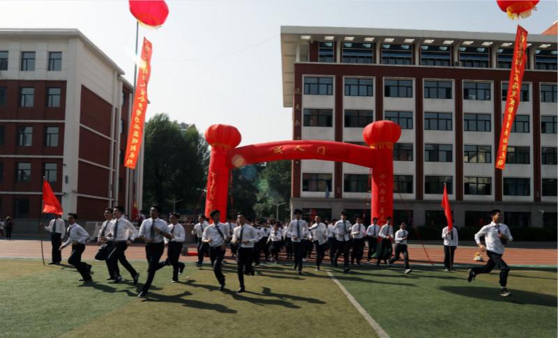 长春外国语学校为662名学生举行十八岁成人礼
