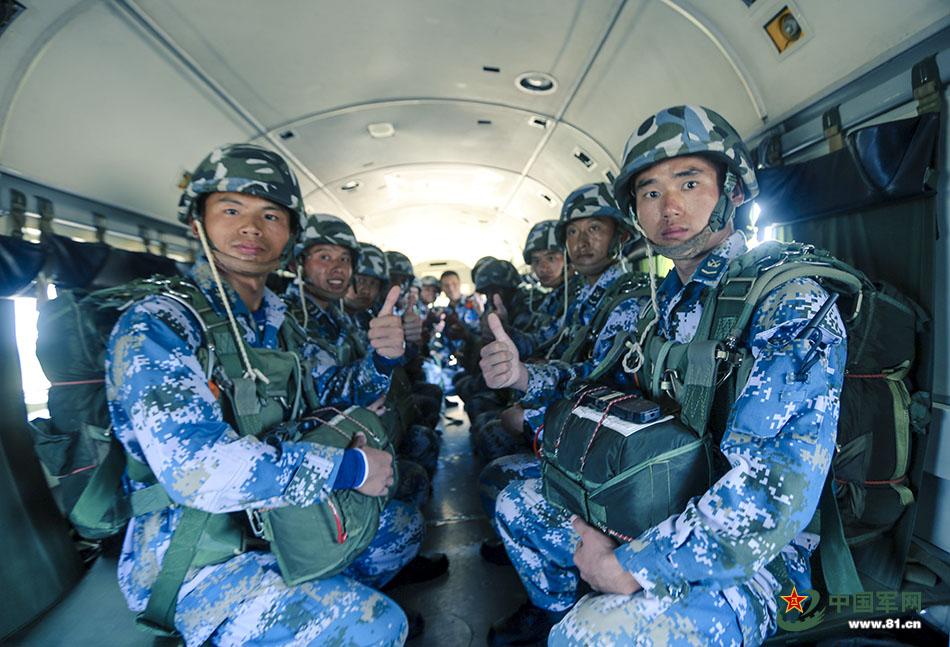 海军陆战队员愹��_海军陆战队员高空跳伞我给满分