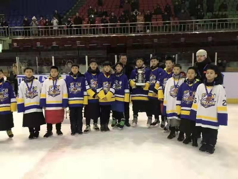 长春市男子冰球队获国际冰球邀请赛U12组季军