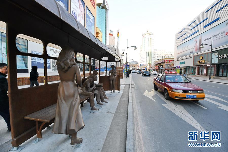 (新华视界)(1)长春:路边雕塑扮靓城市街景