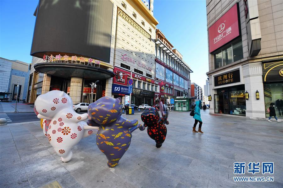 (新华视界)(2)长春:路边雕塑扮靓城市街景