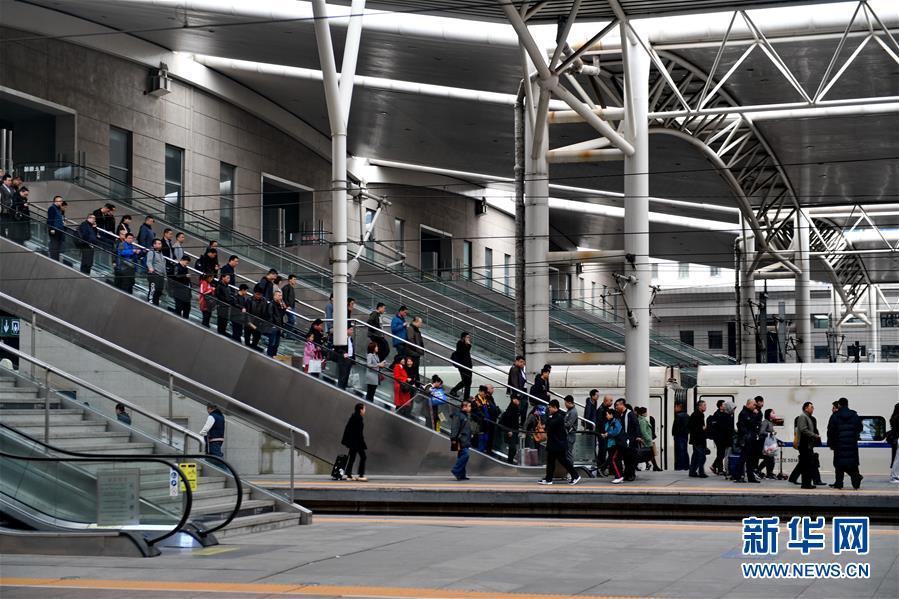 (经济)(3)4月10日起全国铁路实行新列车运行图