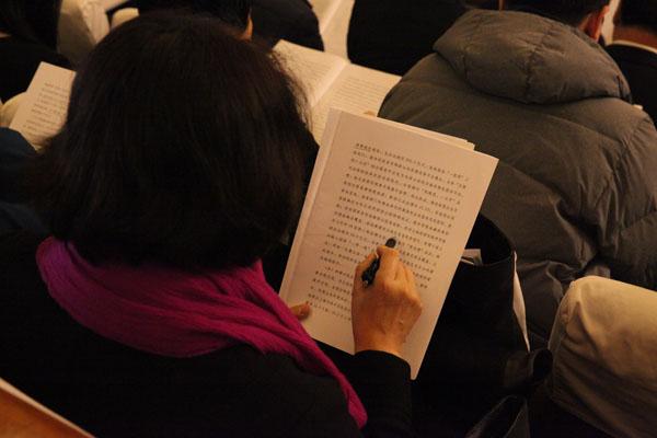 吉林省人大代表阅读政府工作报告