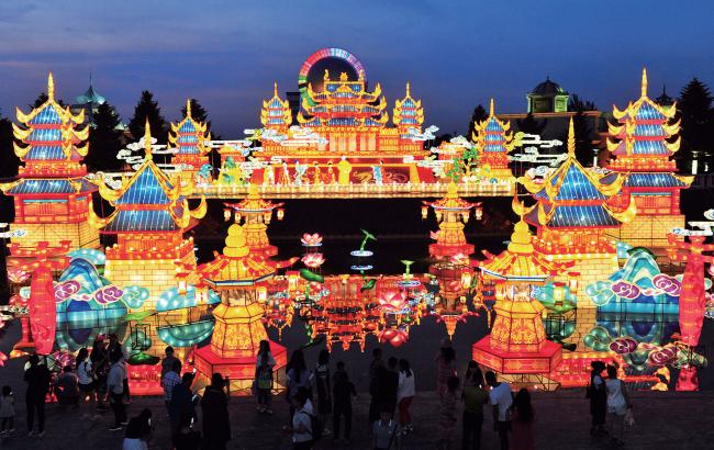 長影世紀城消夏燈彩嘉年華亮燈儀式開啟