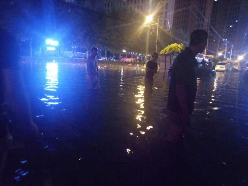 長春夜裏遭暴雨襲城 街路積水深達1米