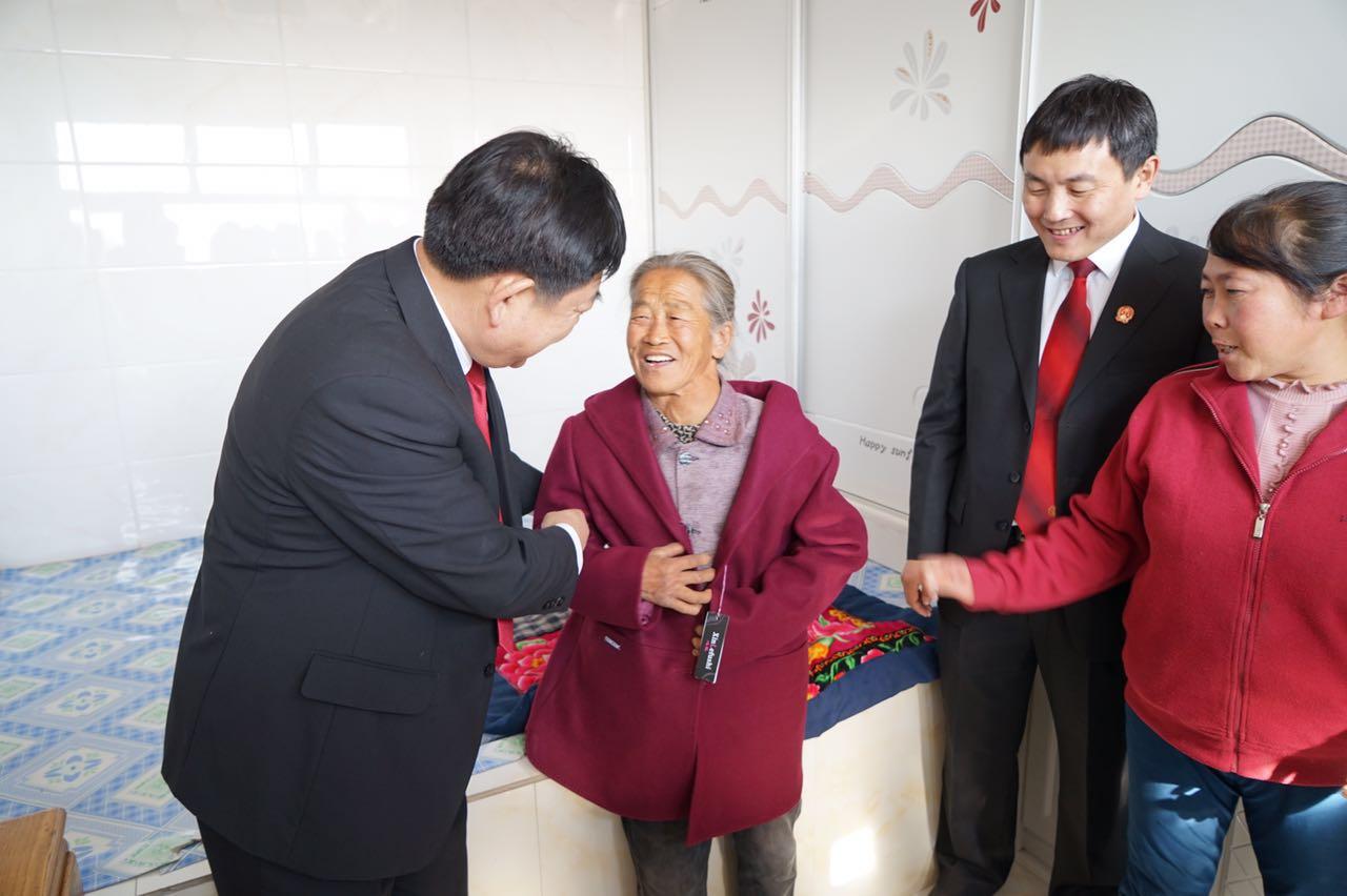 """長春中院開展點亮貧困群眾""""微心願""""活動"""