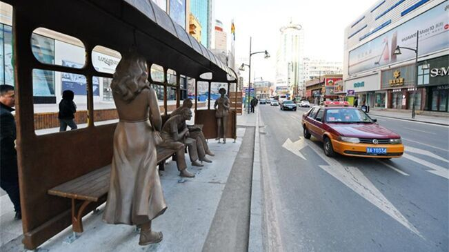 長春:路邊雕塑扮靚城市街景