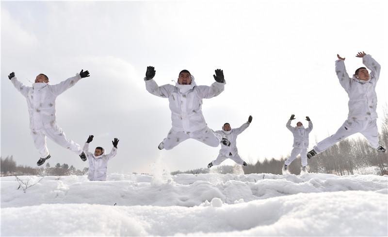 陸軍某旅錘煉極寒天氣作戰能力