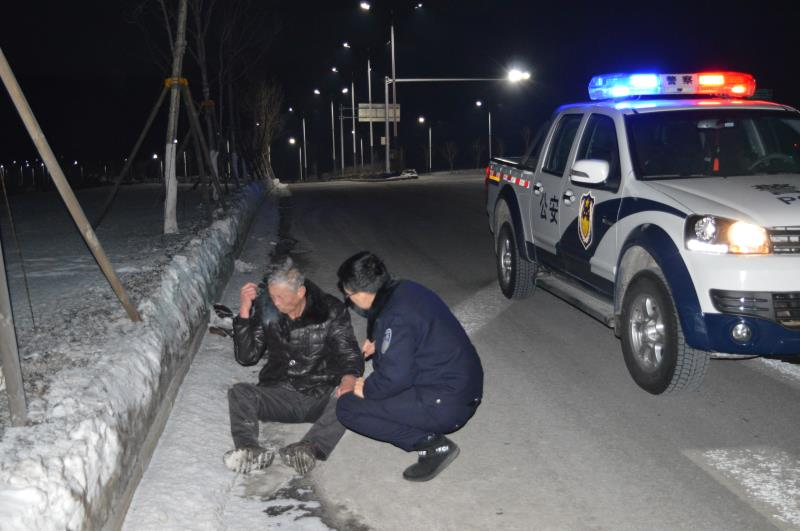 蛟河西車站派出所民警救助醉酒老人