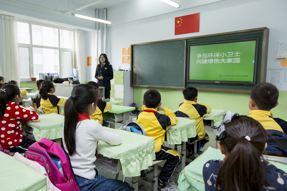 通化税收普法教育基地开展环保税宣传进校园活动