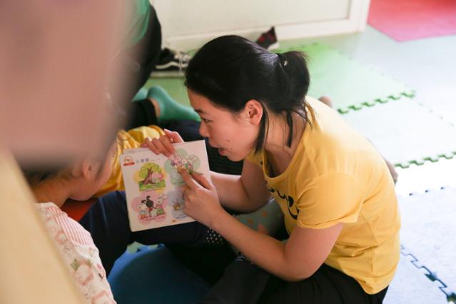 """新华访谈·自闭症康复教师:守护""""星星的孩子""""需要更多耐心"""