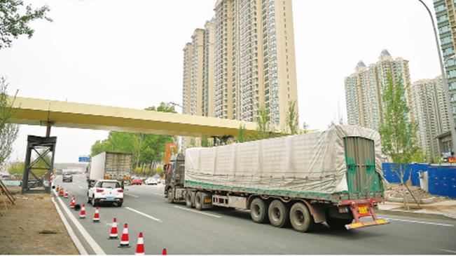恒大名都过街天桥 预计6月20日完工