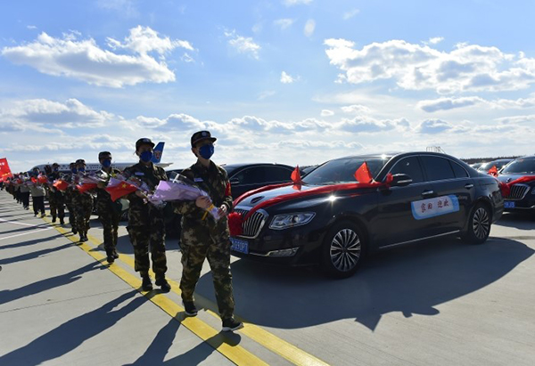 吉林支援湖北醫療隊凱旋 一汽紅旗接英雄回家