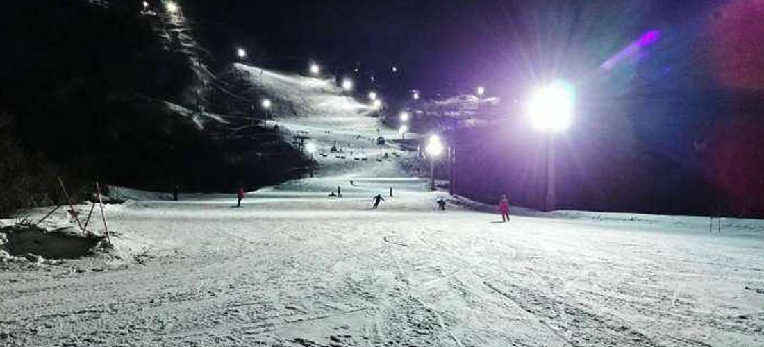 美哉莲花山:夜场滑雪
