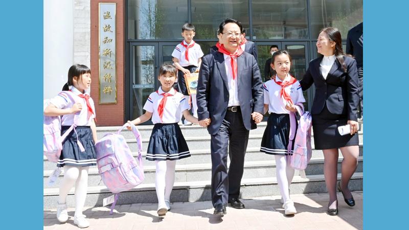 """景俊海在""""六一""""國際兒童節到來之際寄語全省少年兒童"""